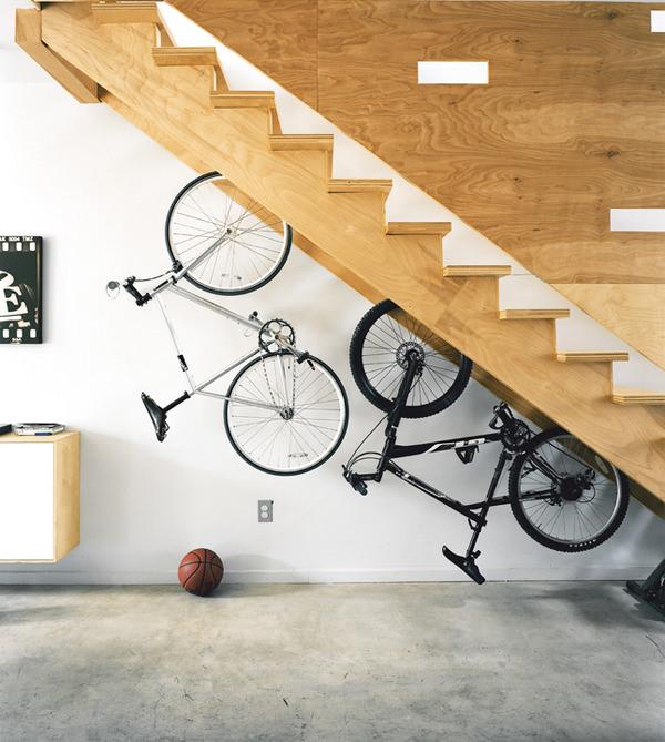 20 креативных идей по использованию пространства под лестницей